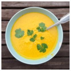 Morotssoppa med kokosmjölk och koriander (vegan)