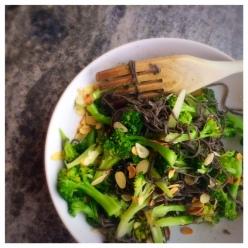 bönpasta svarta bönor, vitlök, broccoli, olivolja, glutenfritt, vegan
