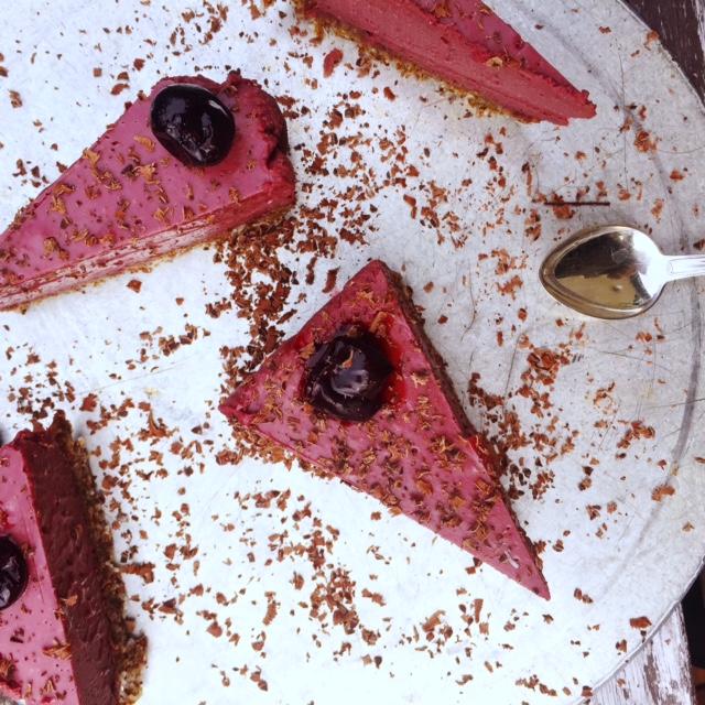 Raw körsbärs och lakritscheesecake (vegan)
