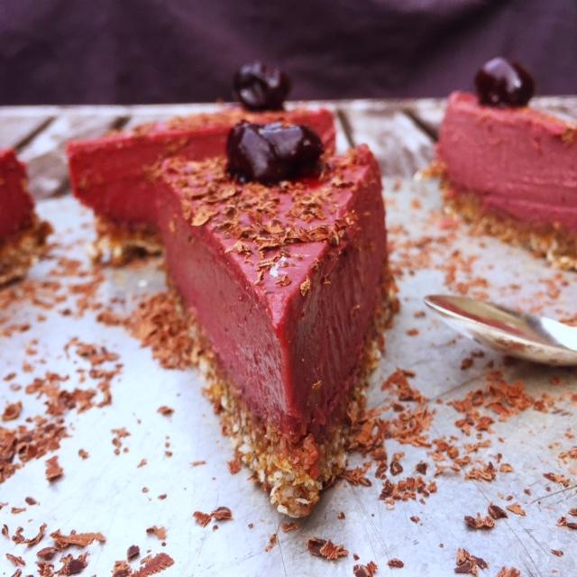 Raw körsbärs och lakritscheesecake (vegan)1